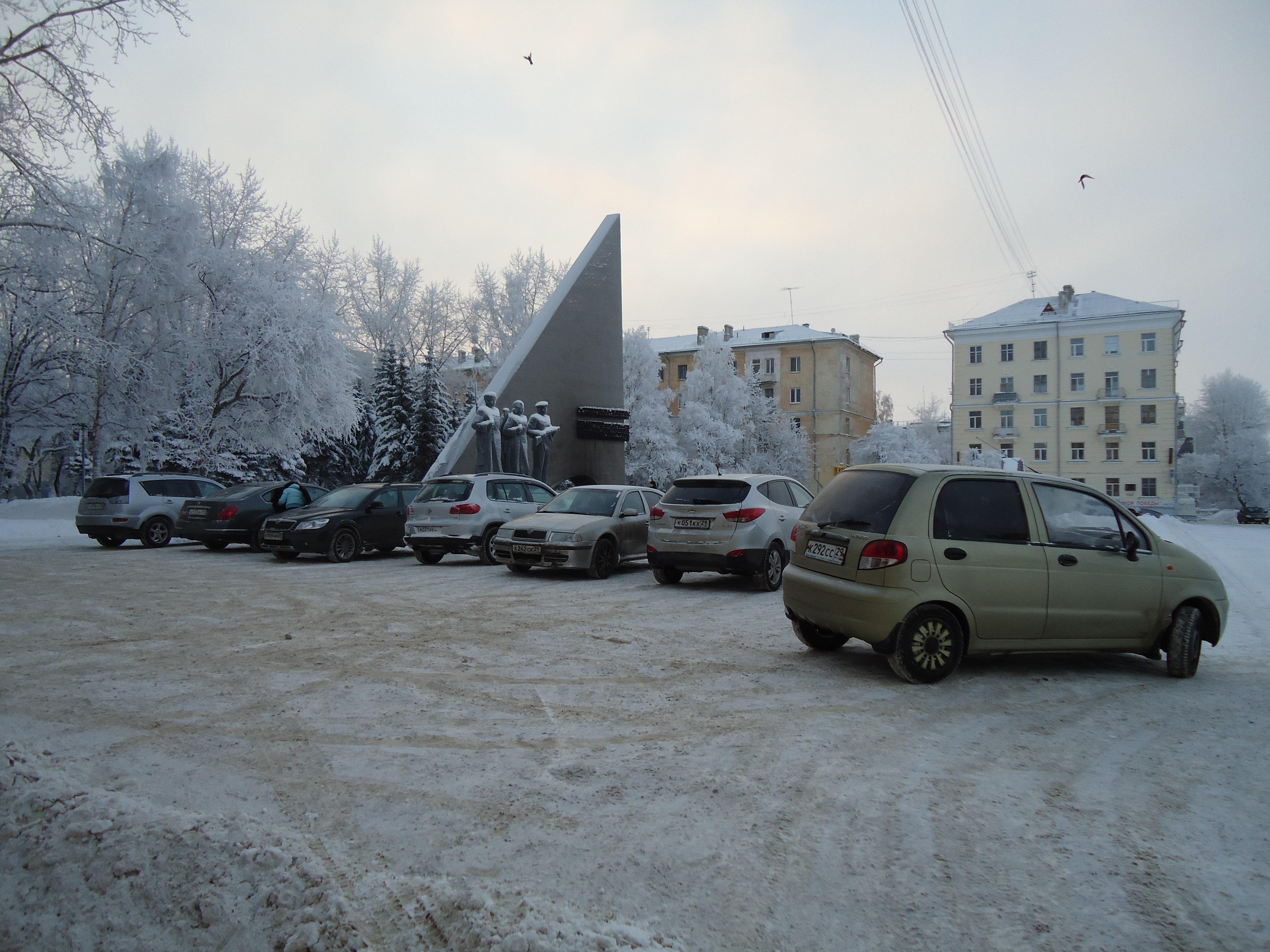 Площадь Мира пЕдРы превратили в автостоянку