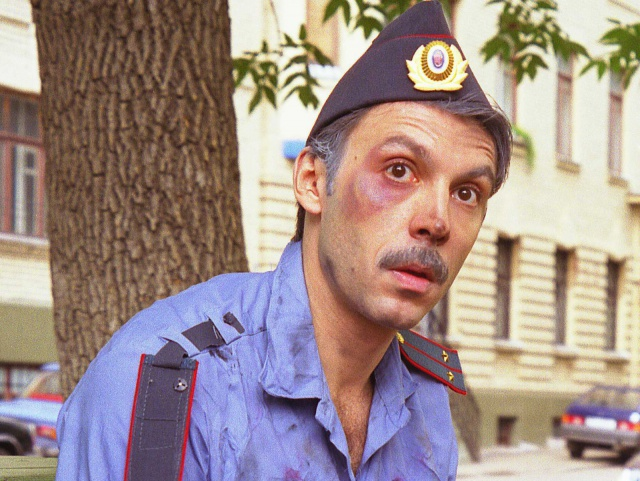 Куда житель Красноборска толкал полицейского?