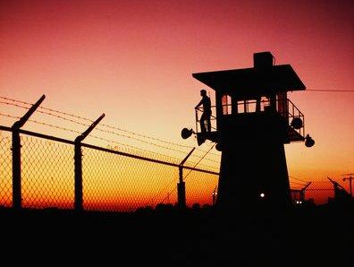 Заключенный повесился в раздевалке