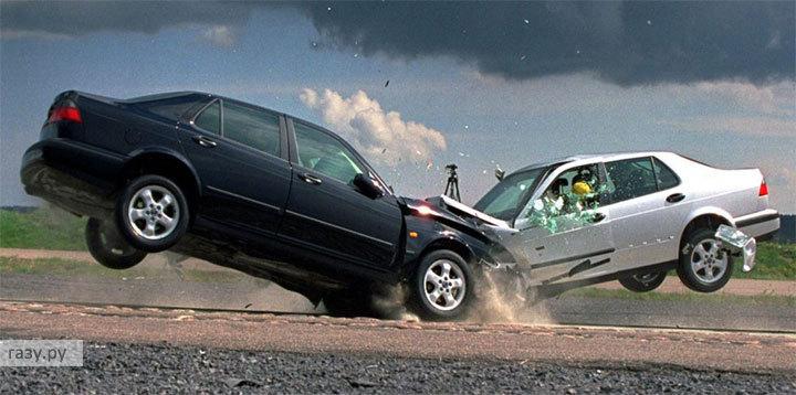Под Каргополем в страшное ДТП с самосвалом попали две легковушки.
