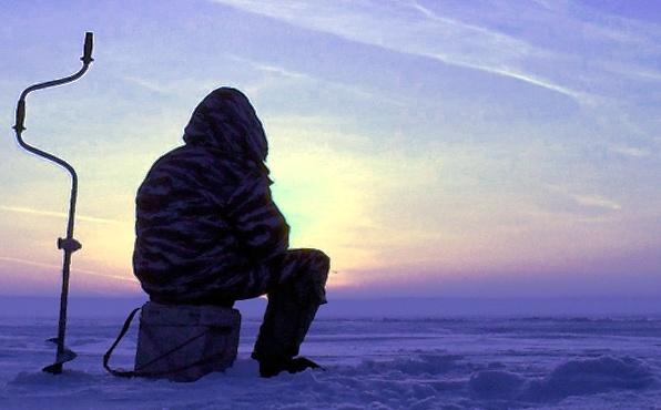Архангельск. Рыбаки ходят по тонкому льду