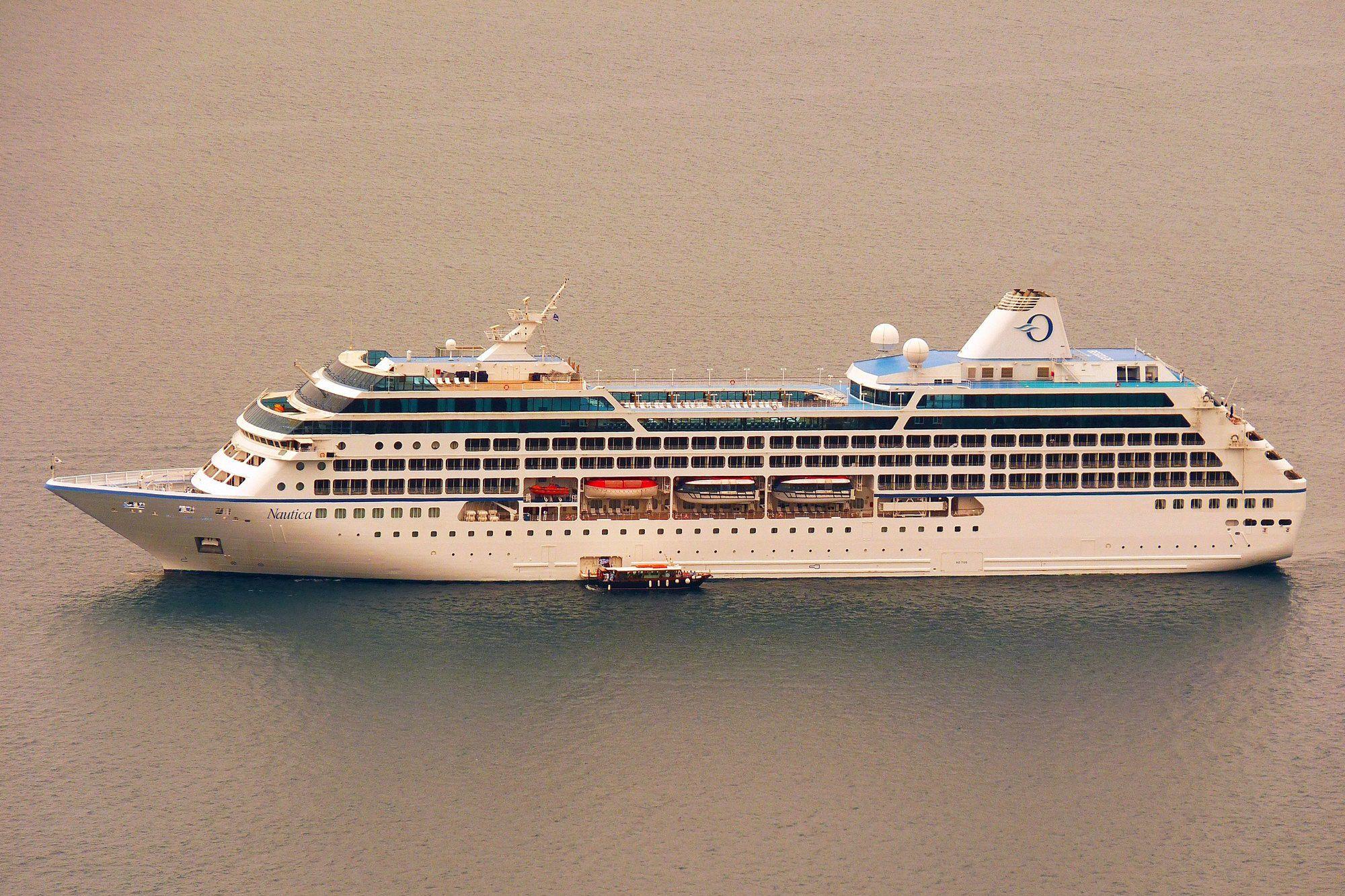 В Архангельск зайдет судно с 500 иностранцами