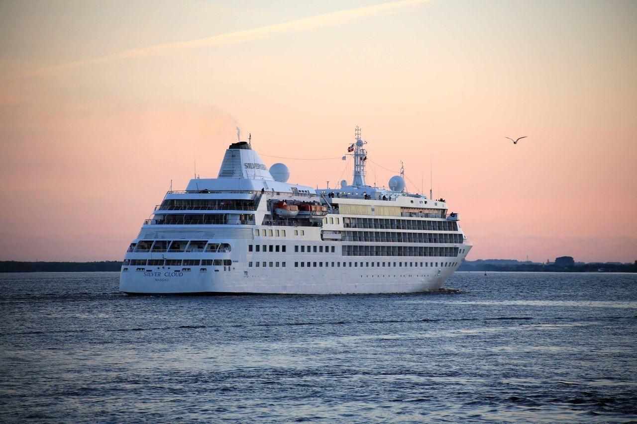 Лайнер «Seven seas navigator» обойдет нас стороной