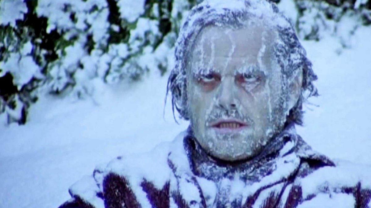В Мезени жильцы домов сбегают из-за холода.