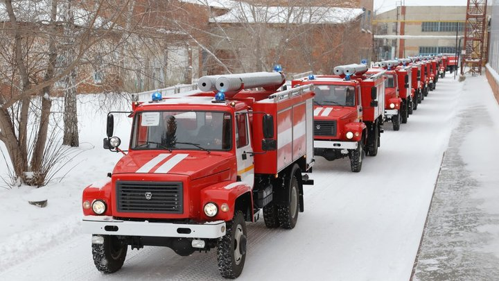 Сотрудники МЧС России ликвидировали пожар на продуктовом складе в Архангельске
