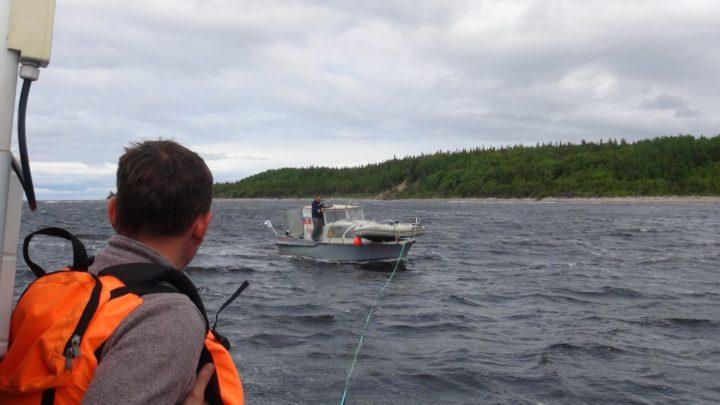 В белом море сотрудники МЧС спасли мужчину с двумя детьми