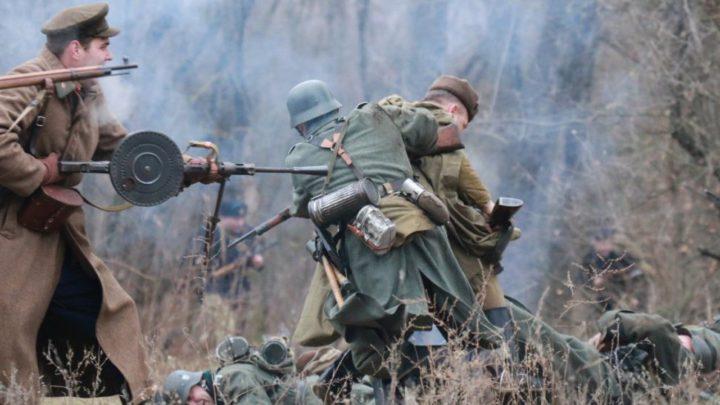 Под Вельском воссоздали эпизод боя времен Великой Отечественной войны.