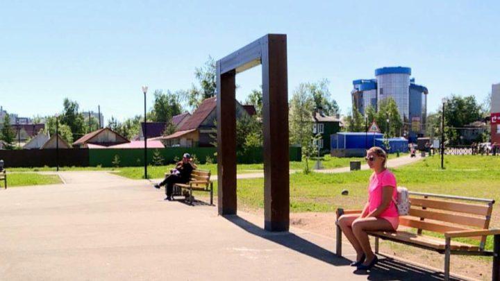 Осужденные покрасили скамейки в «Зарусье»